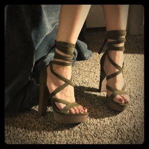 🌸🌼🌺 Steve Madden Platform Heels 🌸🌼🌺